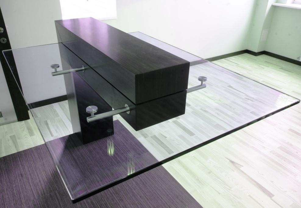 Необычный стол в стиле хай-тек