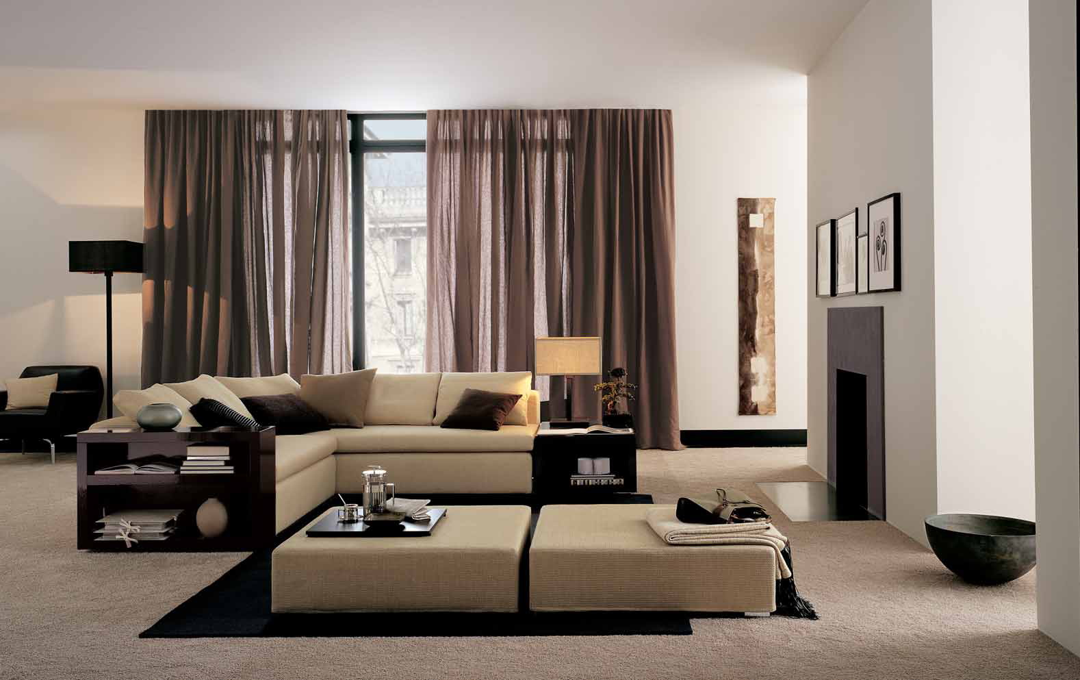 Черная и бежевая мебель в гостиной в стиле хай-тек