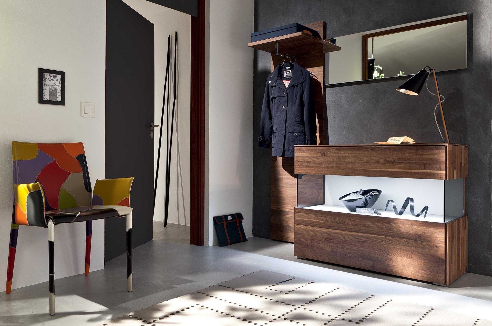 Коричневая мебель  в прихожей в стиле хай-тек