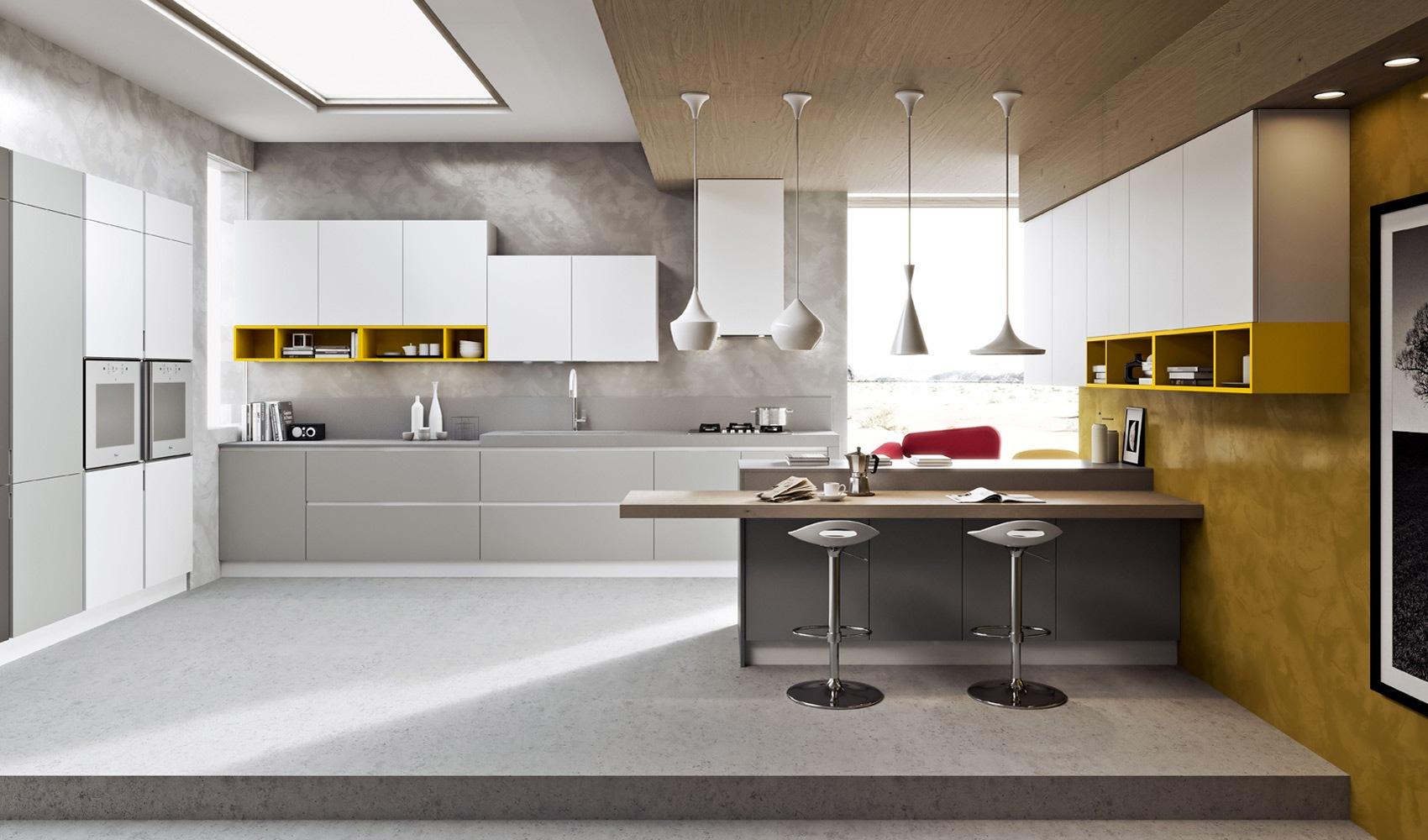 Бело-серый кухонный гарнитур с желтыми акцентами