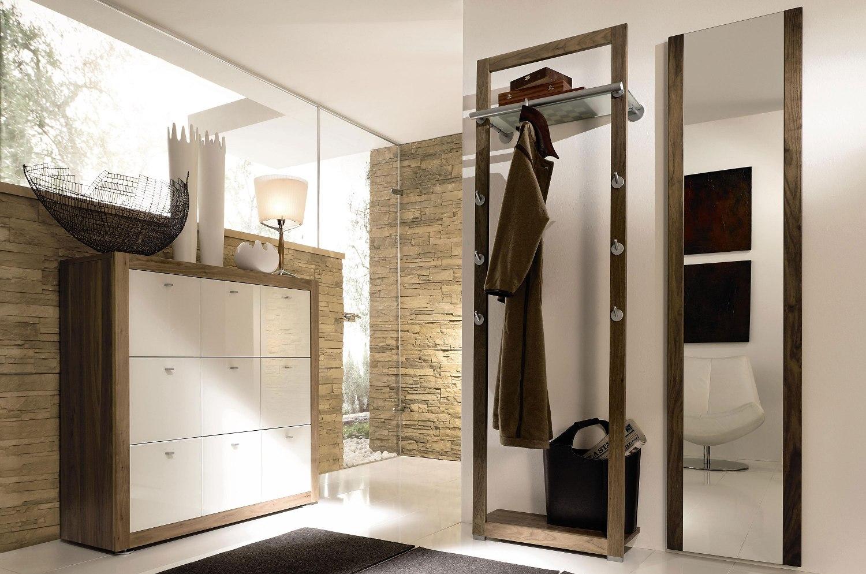 Коричнево-белая мебель в прихожей в стиле хай-тек