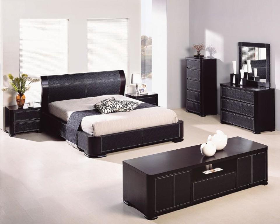 Черная мебель для спальни в стиле хай-тек