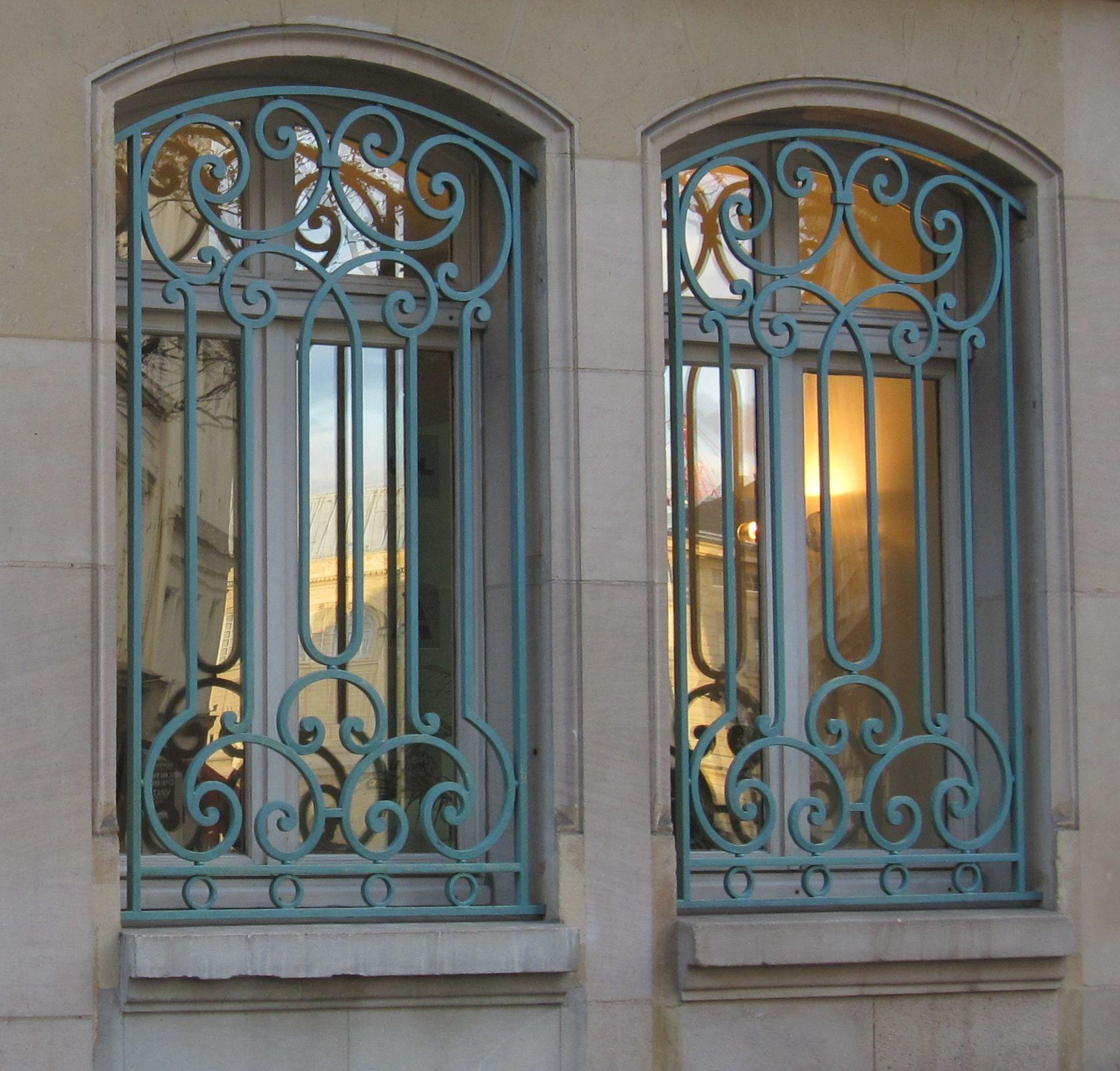 Решетка на окно металлическая