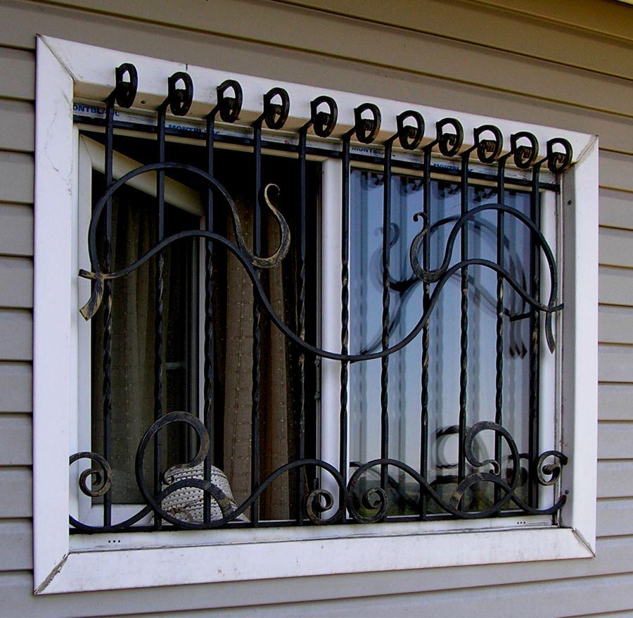 Стационарная решетка на окно