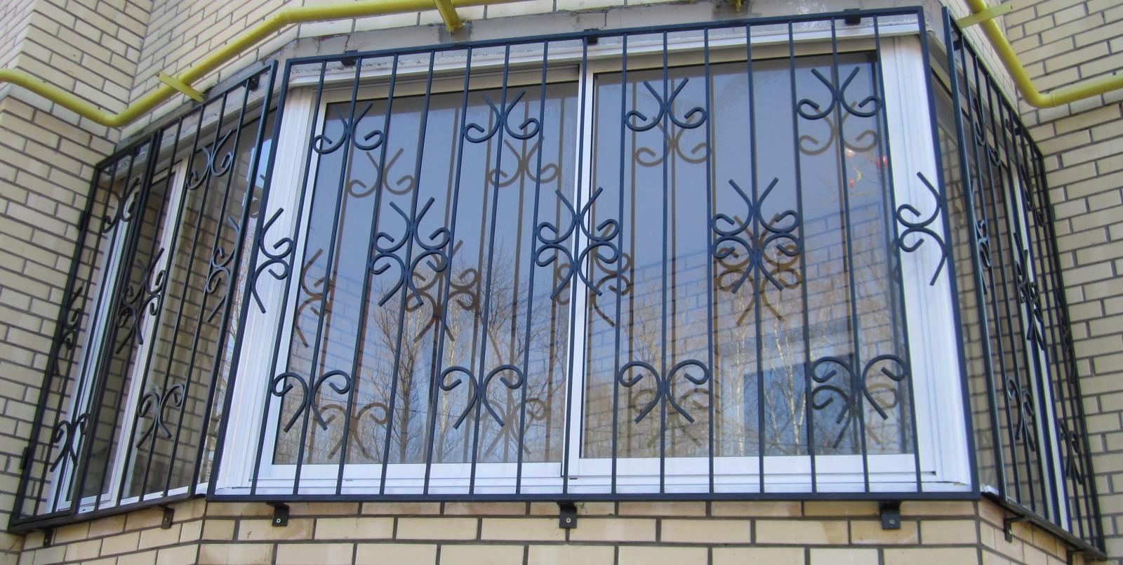 Решетка на окно балкона