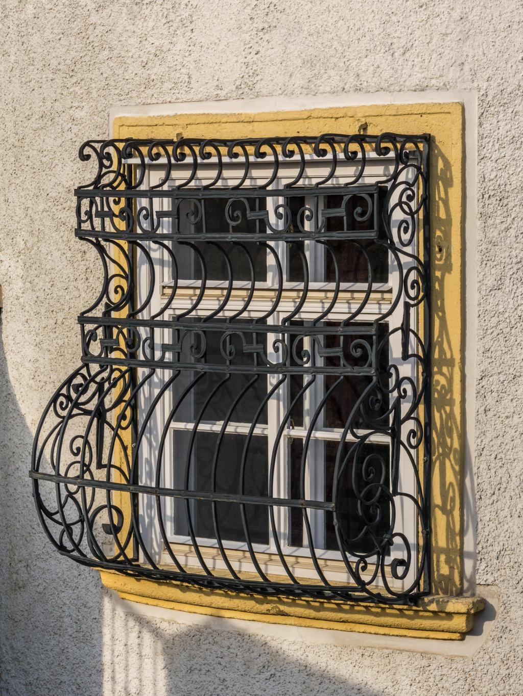 Решетка на окно накладная