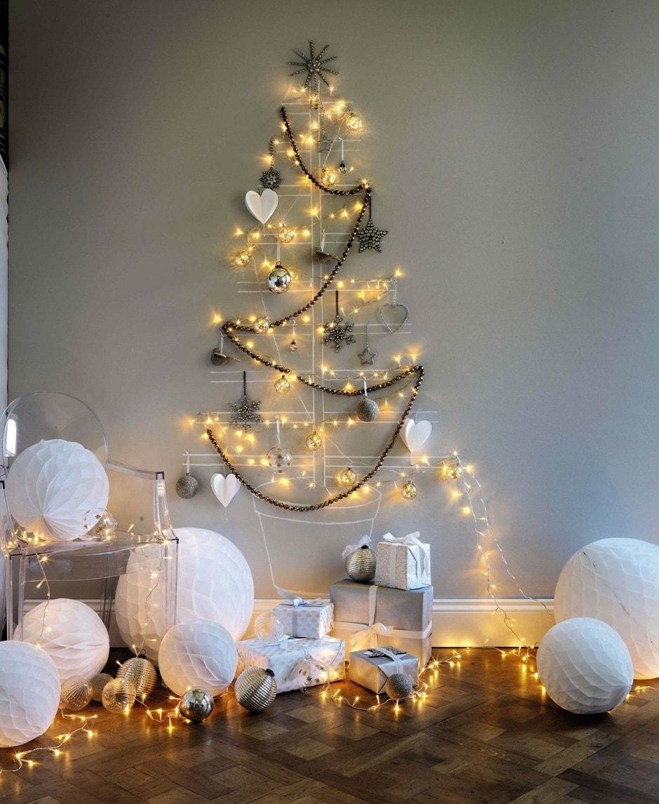 Украшение стены в форме елки и интерьера бумажными шарами