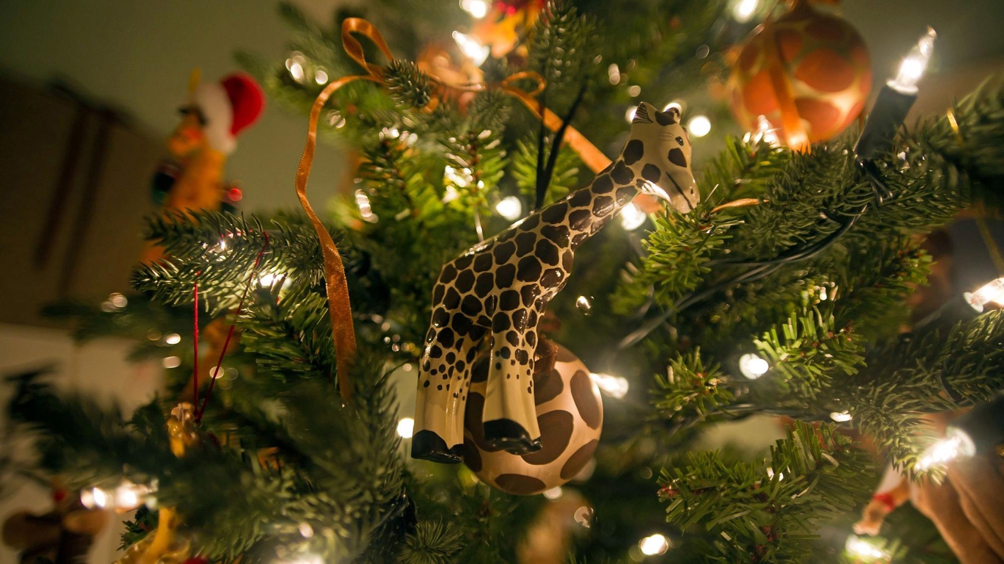 Красивая игрушка для елки
