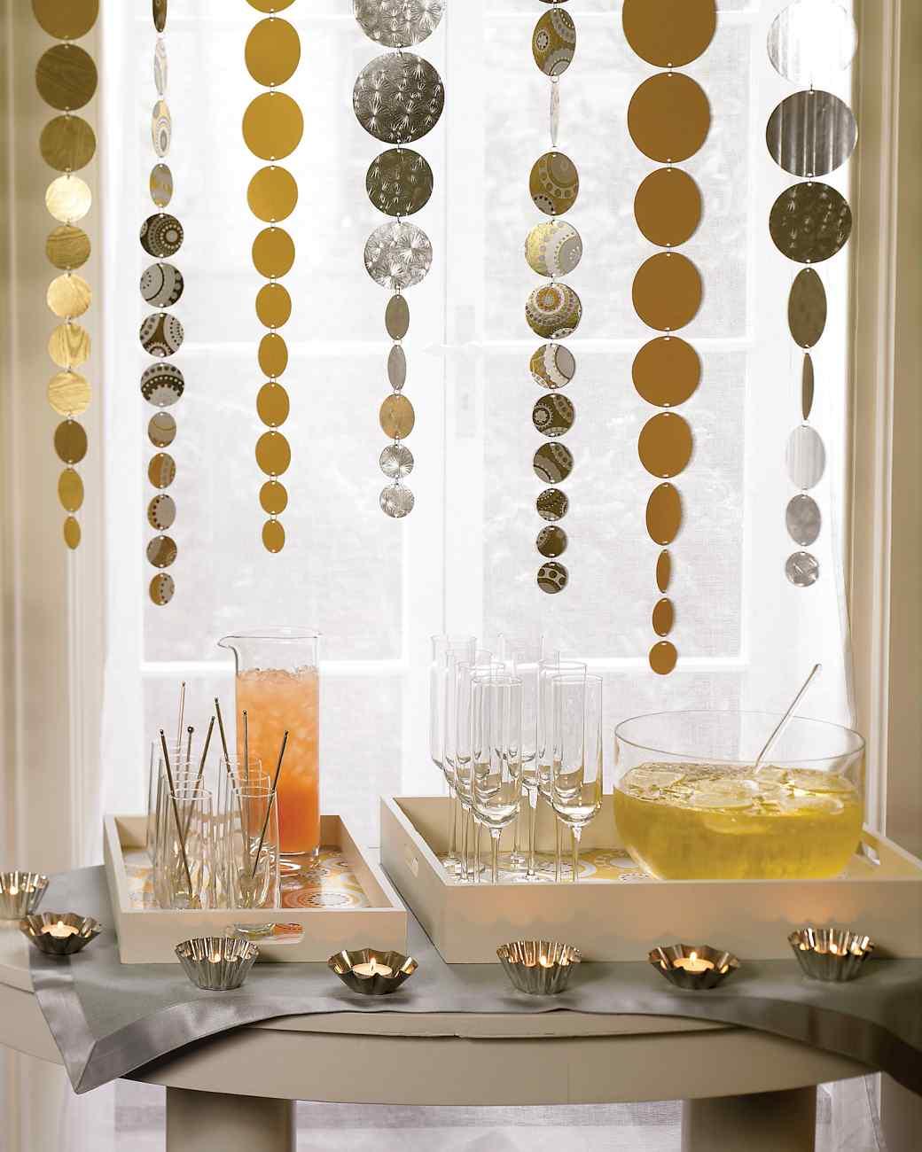 Оформление стола с угощениями на Новый год