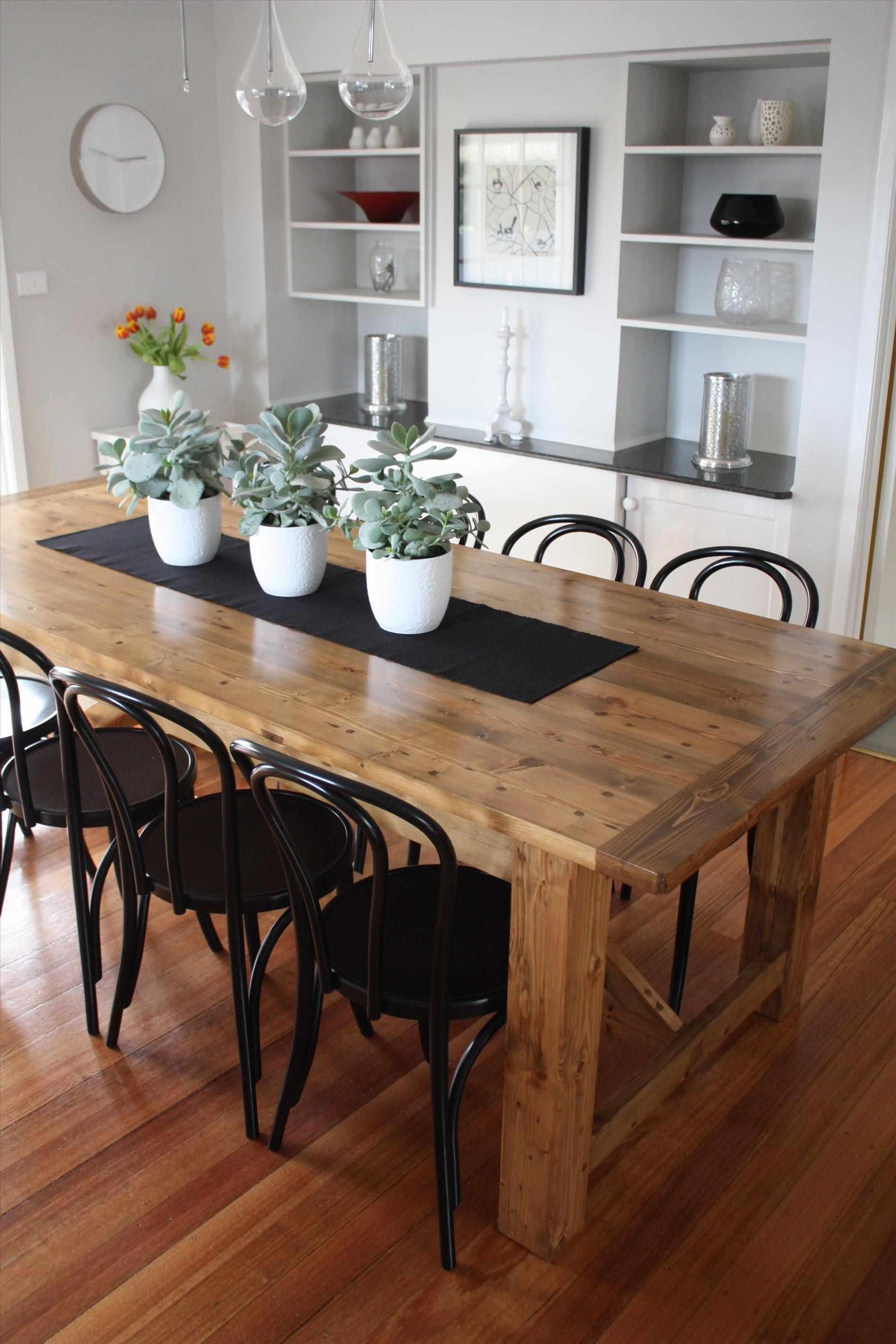 Обеденный стол из вишни