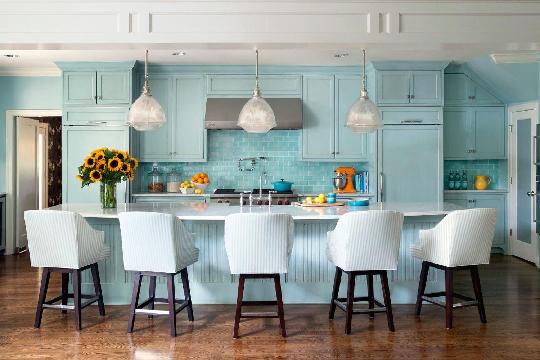 Кухня в голубых тонах однотонная