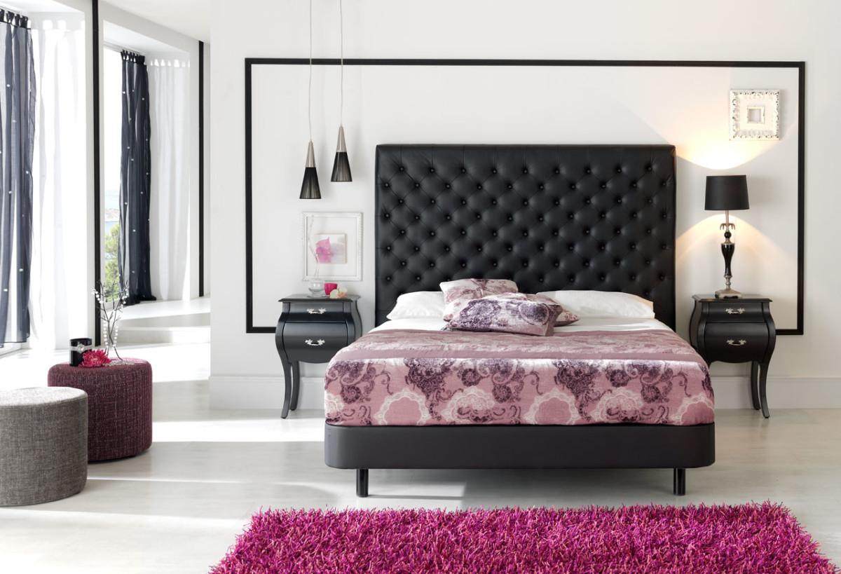Черное кожаное изголовье кровати