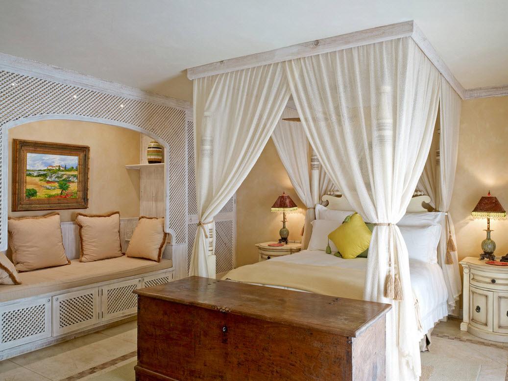 Кремовый балдахин в спальне