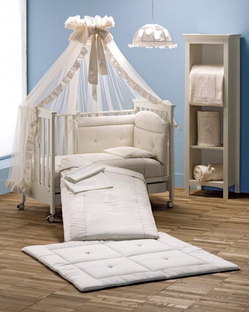 Белый балдахин над детской кроватью