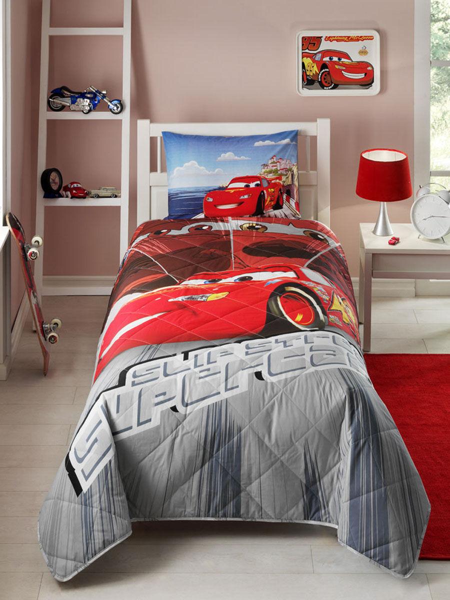 Красно-серое покрывало в оформлении кровати для мальчика
