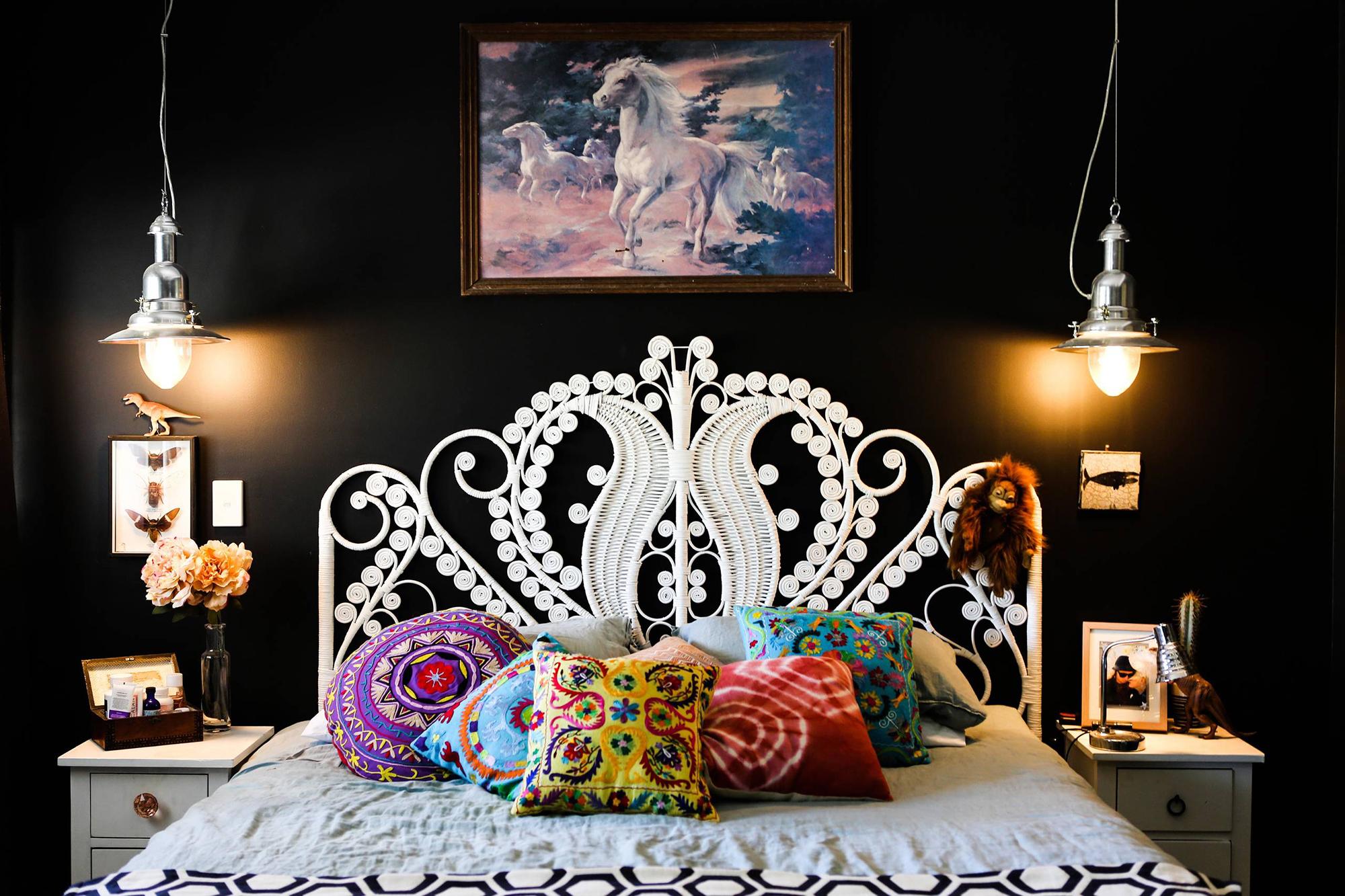 Плетеное белое изголовье кровати