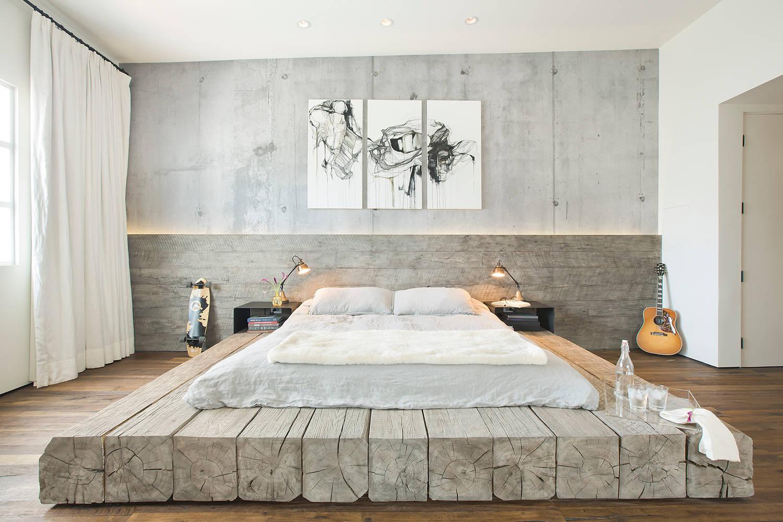 Деревянное изголовье и основа кровати