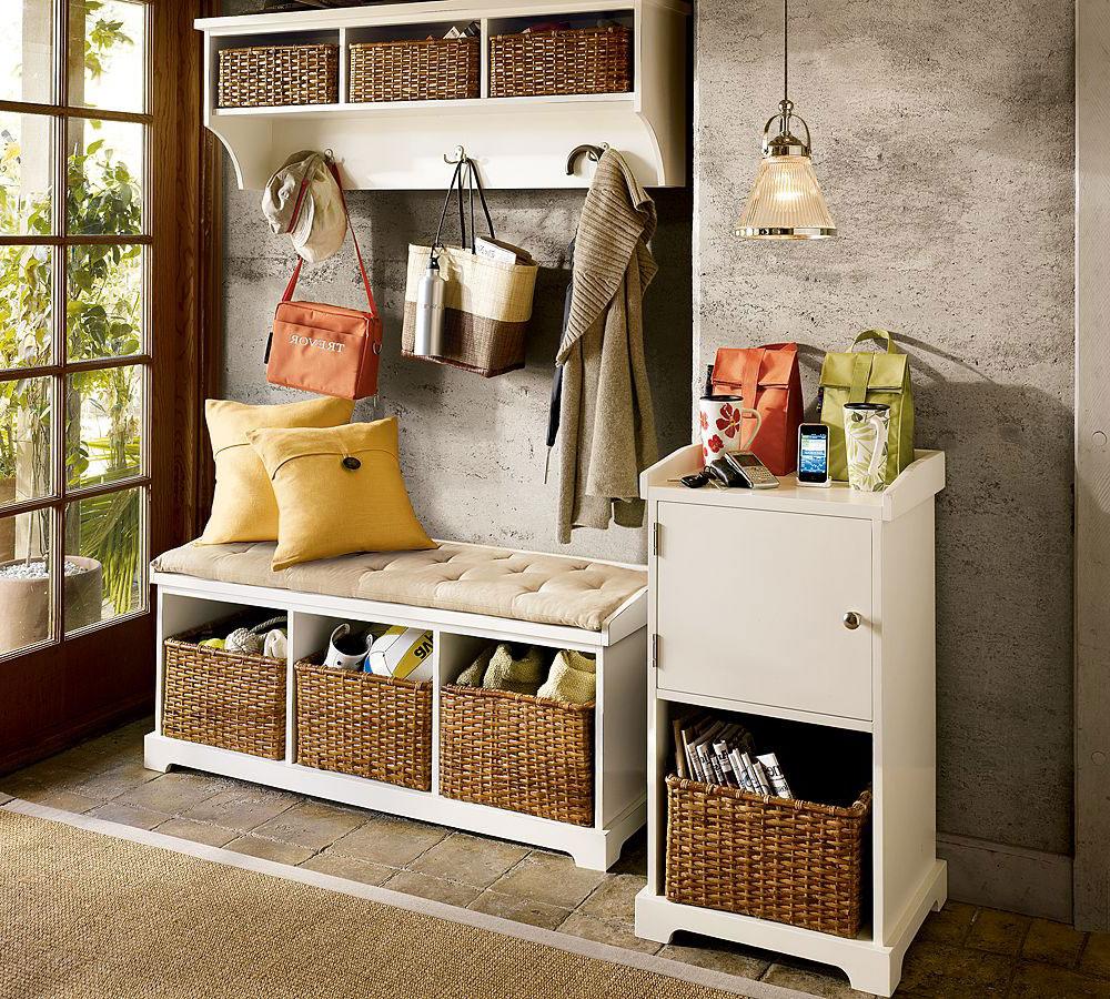 Полки и корзины для хранения в прихожей