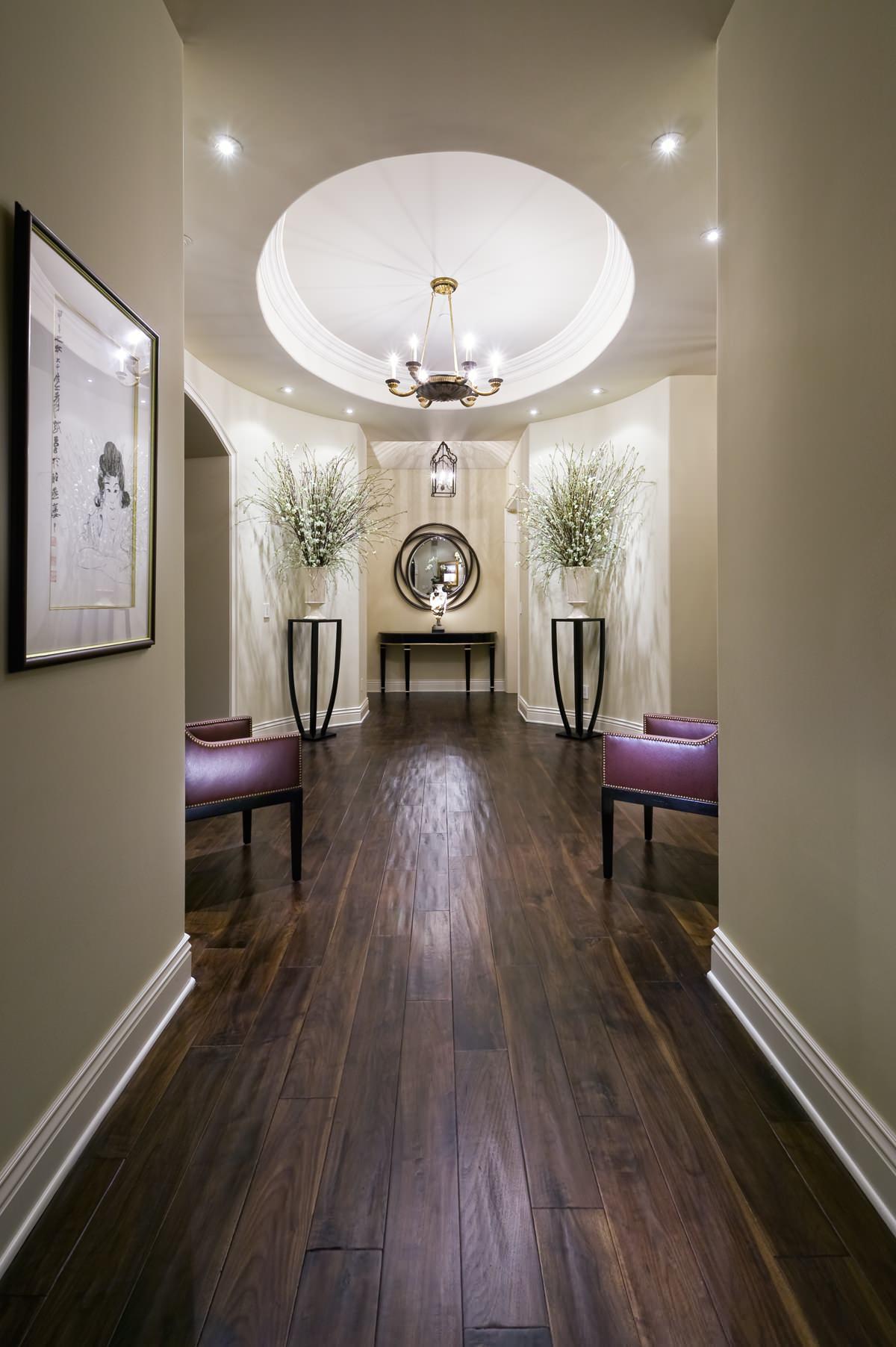 Красивый холл в квартире