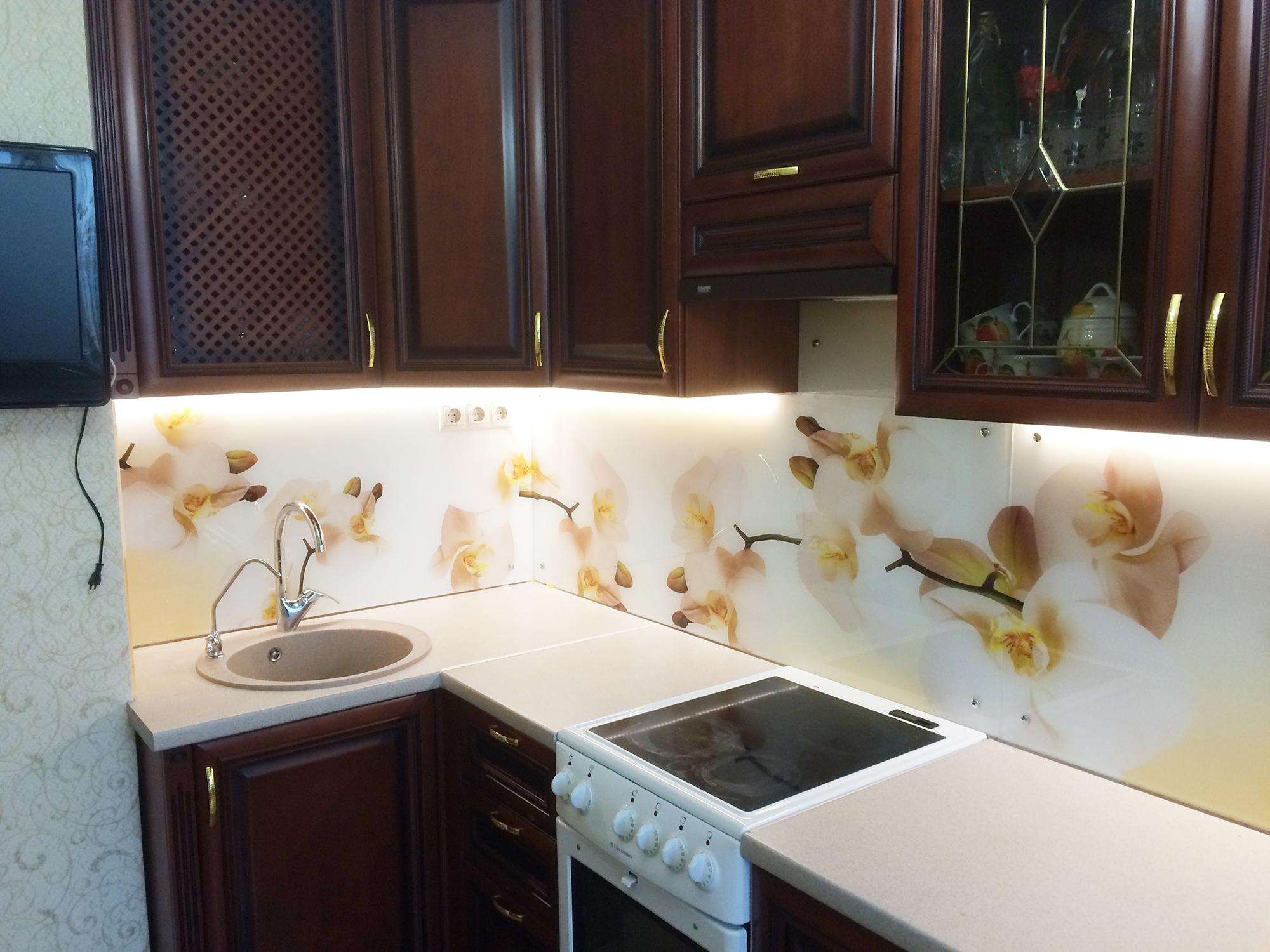 Кухонный фартук с белыми орхидеями