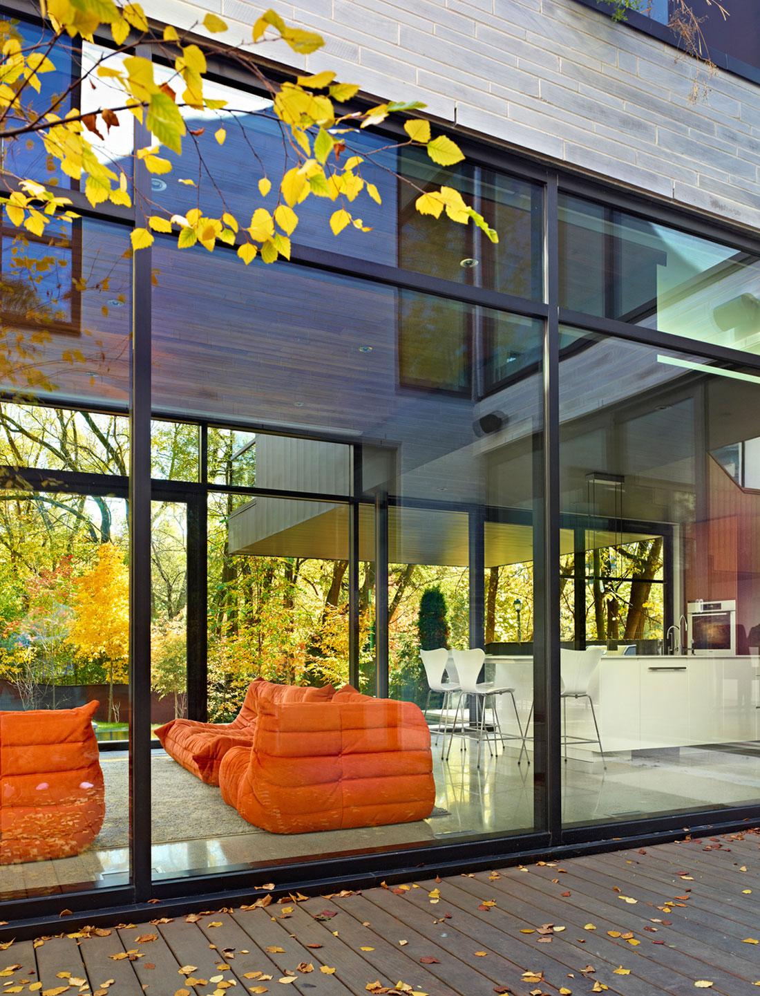 Красивое современное остекление дома