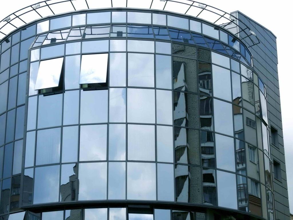 Остекление фасада делового центра
