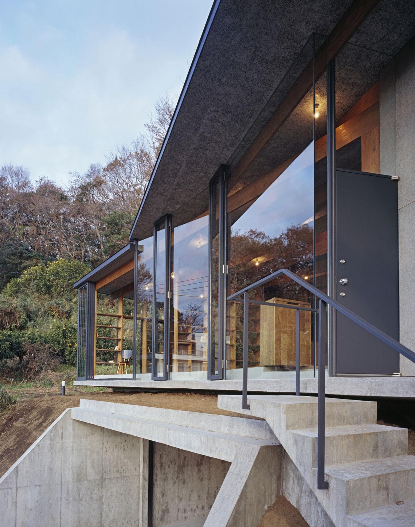 Остекление современного японского дома