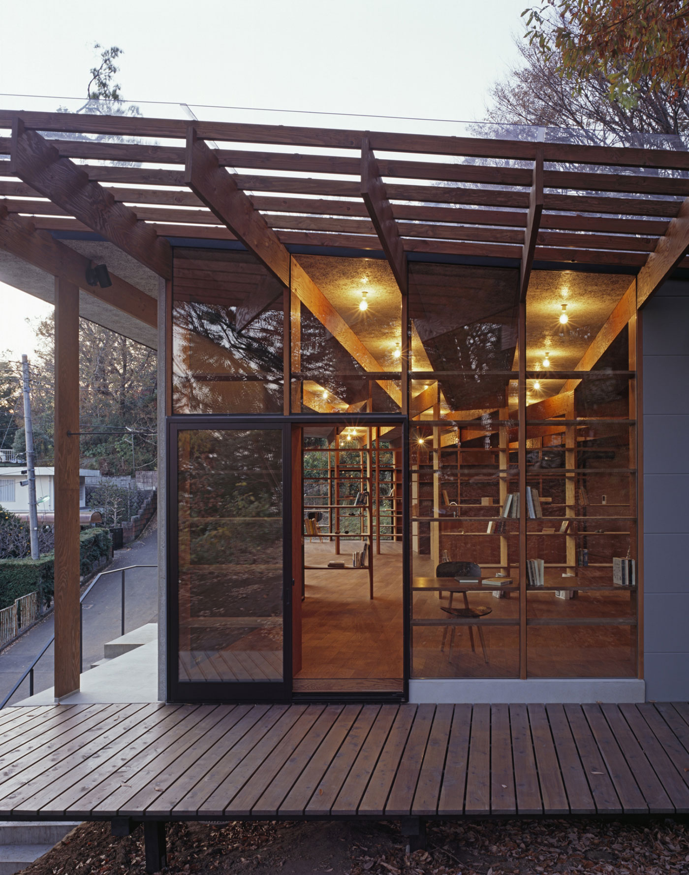 Остекление красивого японского дома