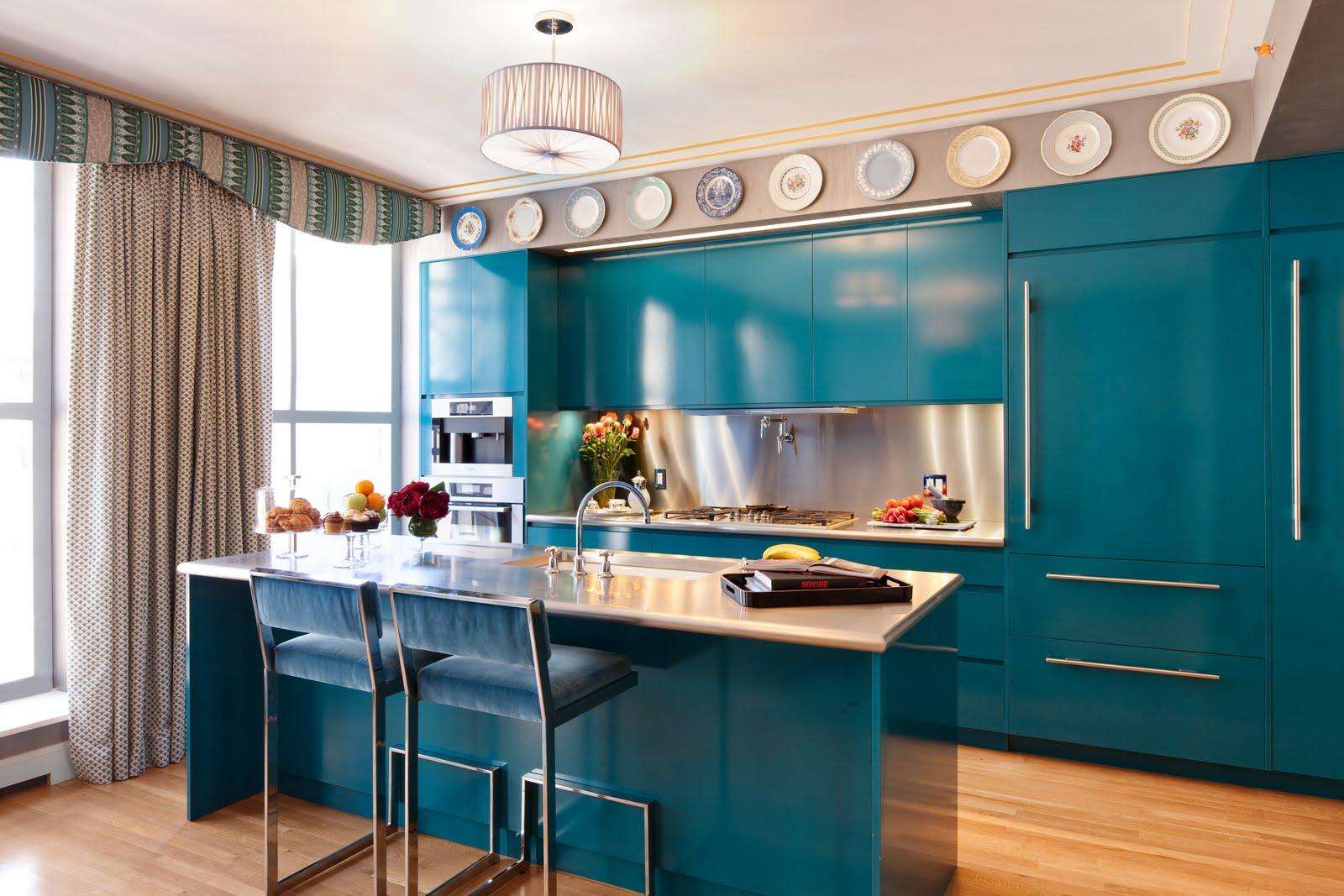 Кухня в голубых тонах островная