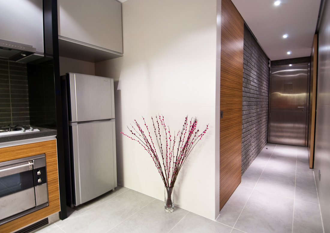 Точечное освещение в коридоре в стиле лофт