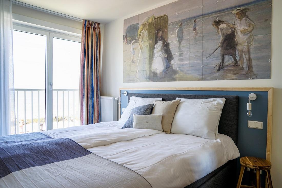 Дизайн спальни 18 кв м с панно