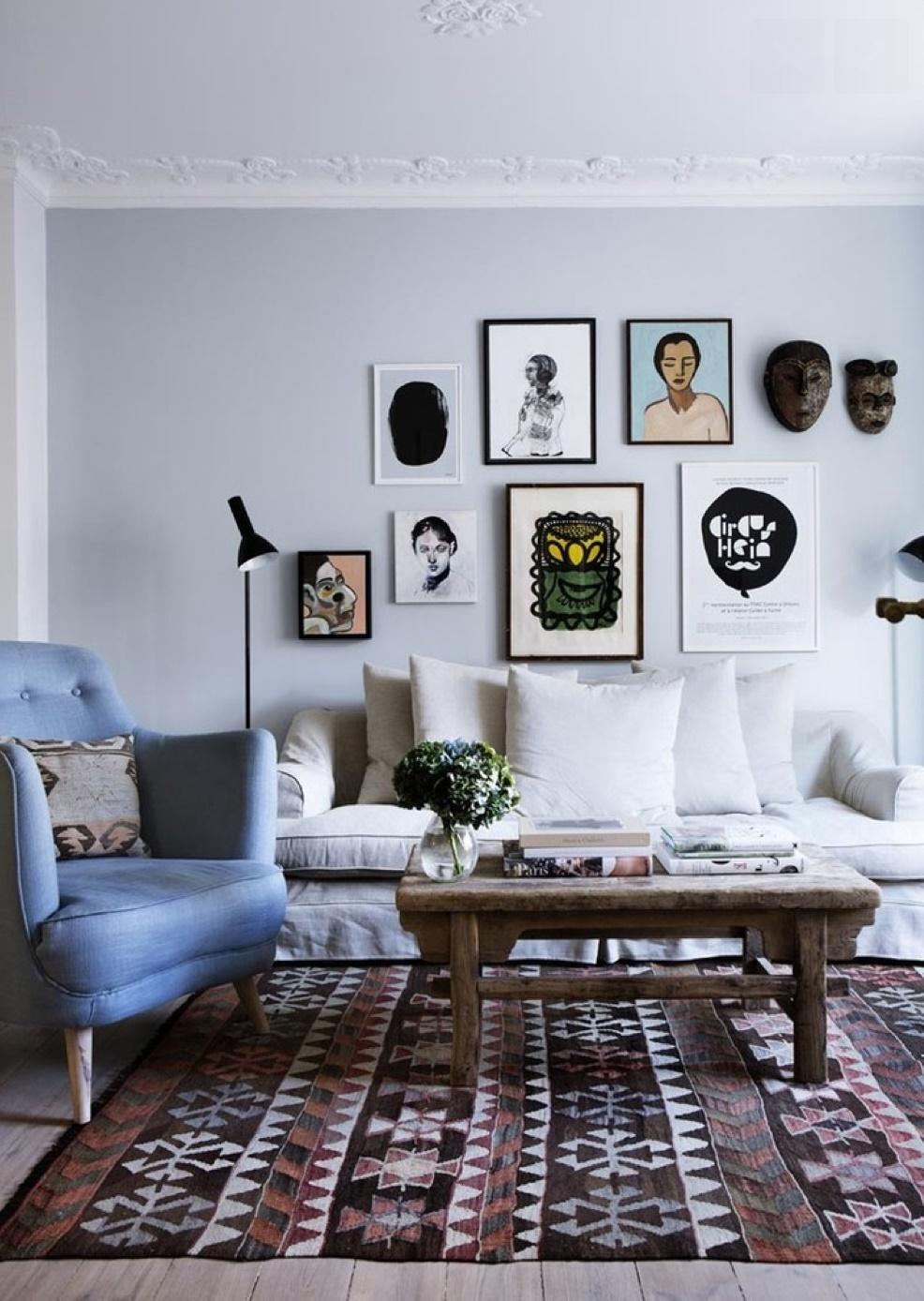 Голубая гостиная в пастельных тонах