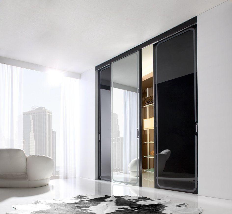 Черно-серая стеклянная перегородка