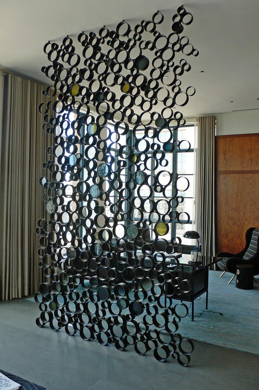 Стационарная декоративная перегородка из стекла и металла