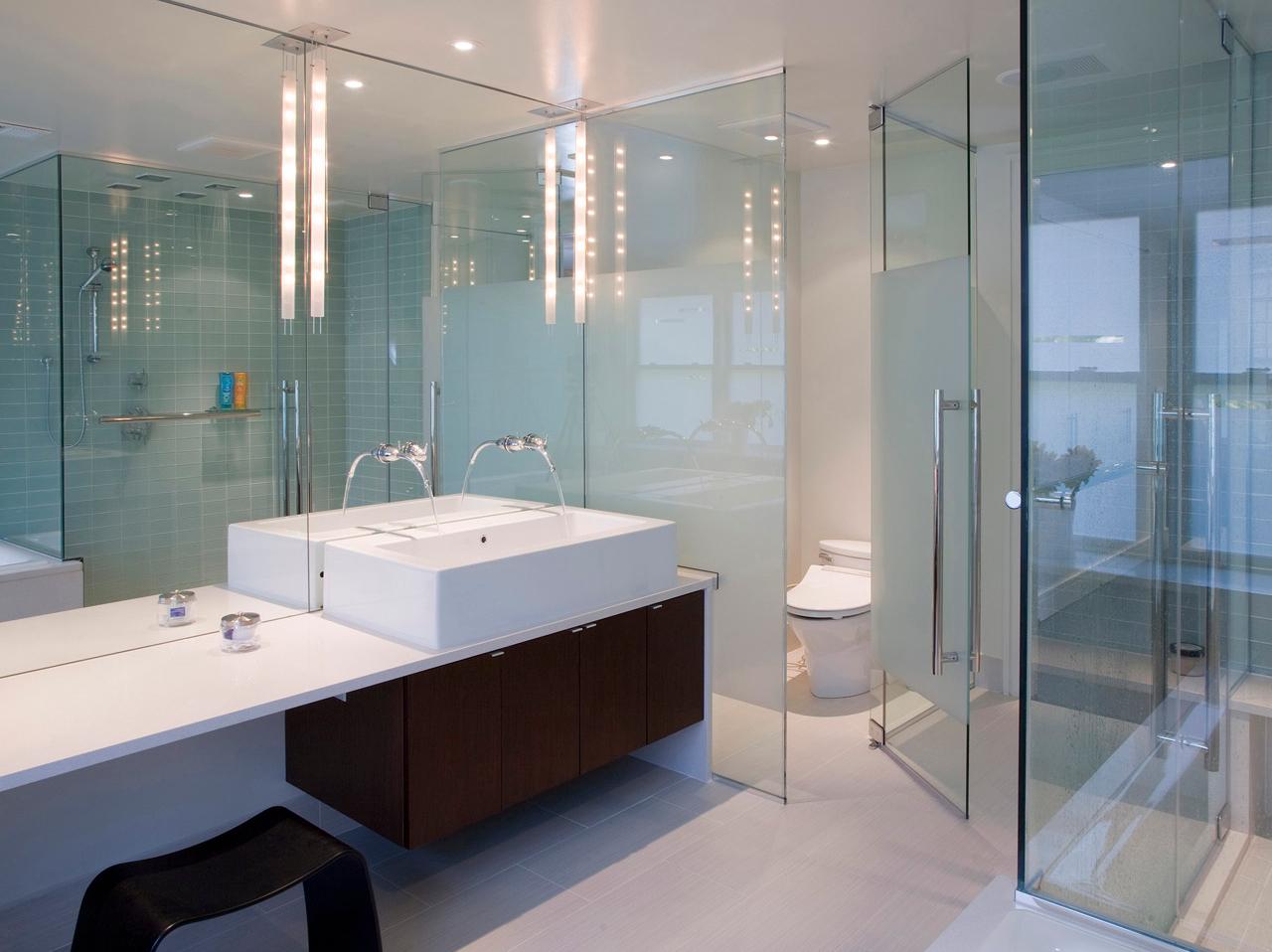 Стеклянные перегородки в ванной