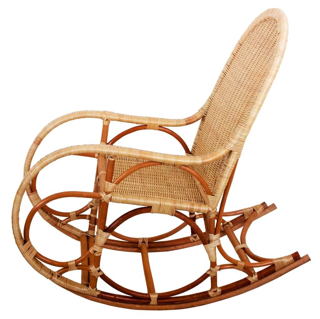Бежево-коричневое плетеное кресло-качалка