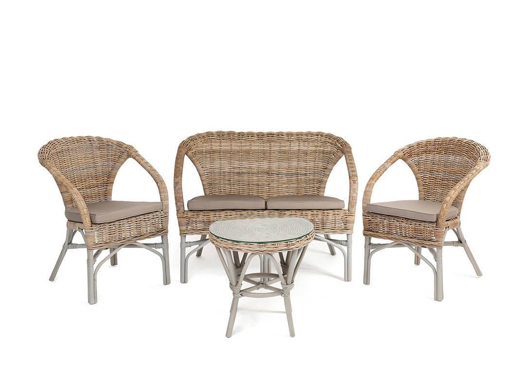 Светлая плетеная мебель