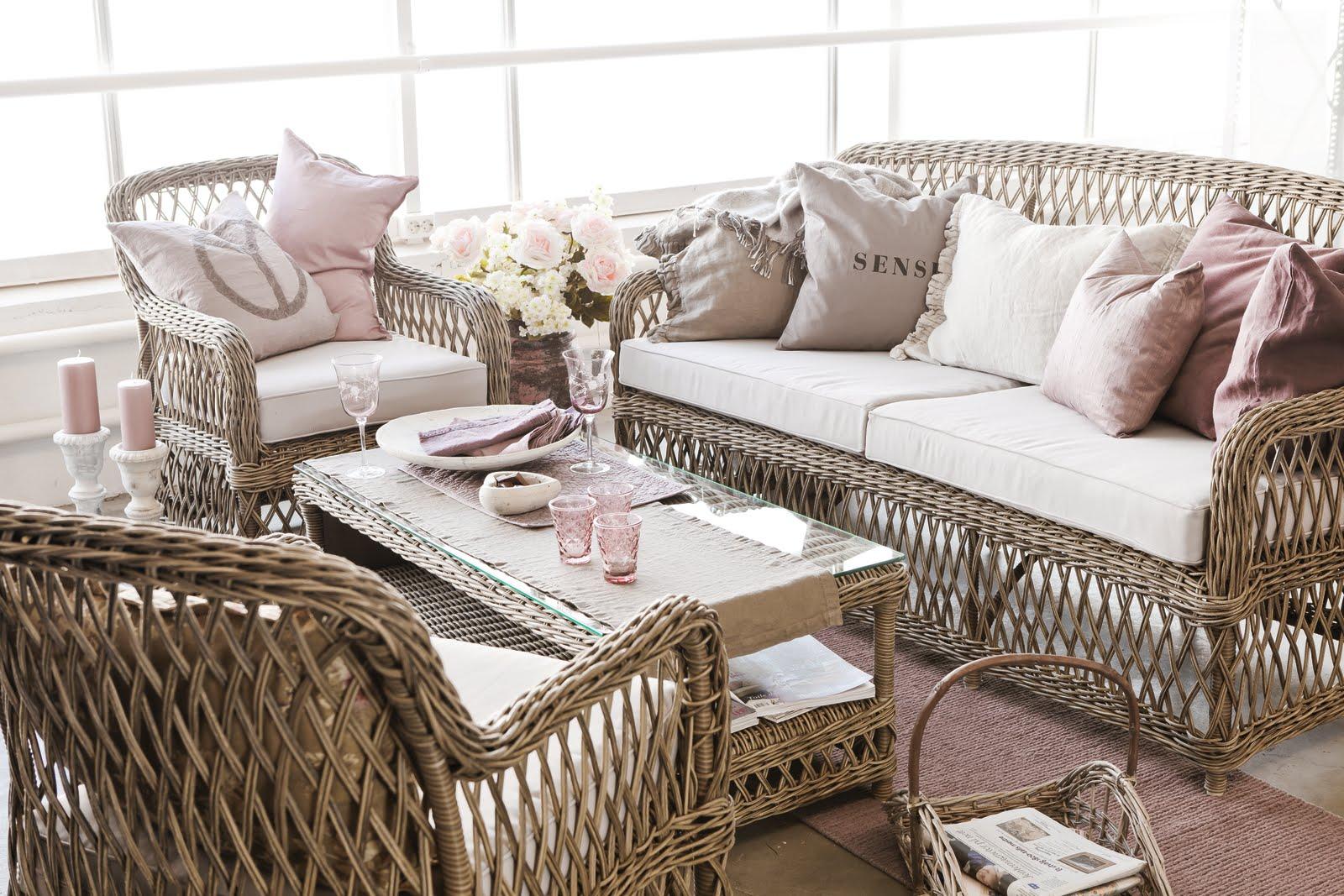 Красивый декор и плетеная мебель