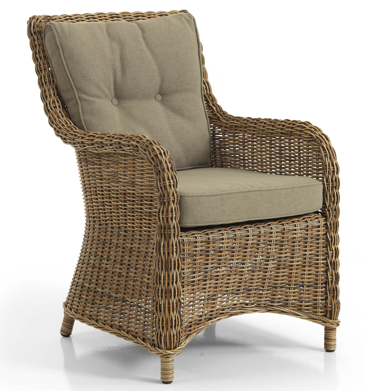 Кремовое плетеное кресло