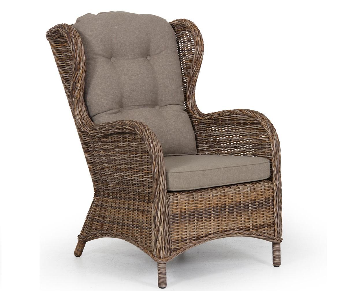 Стильное плетеное кресло