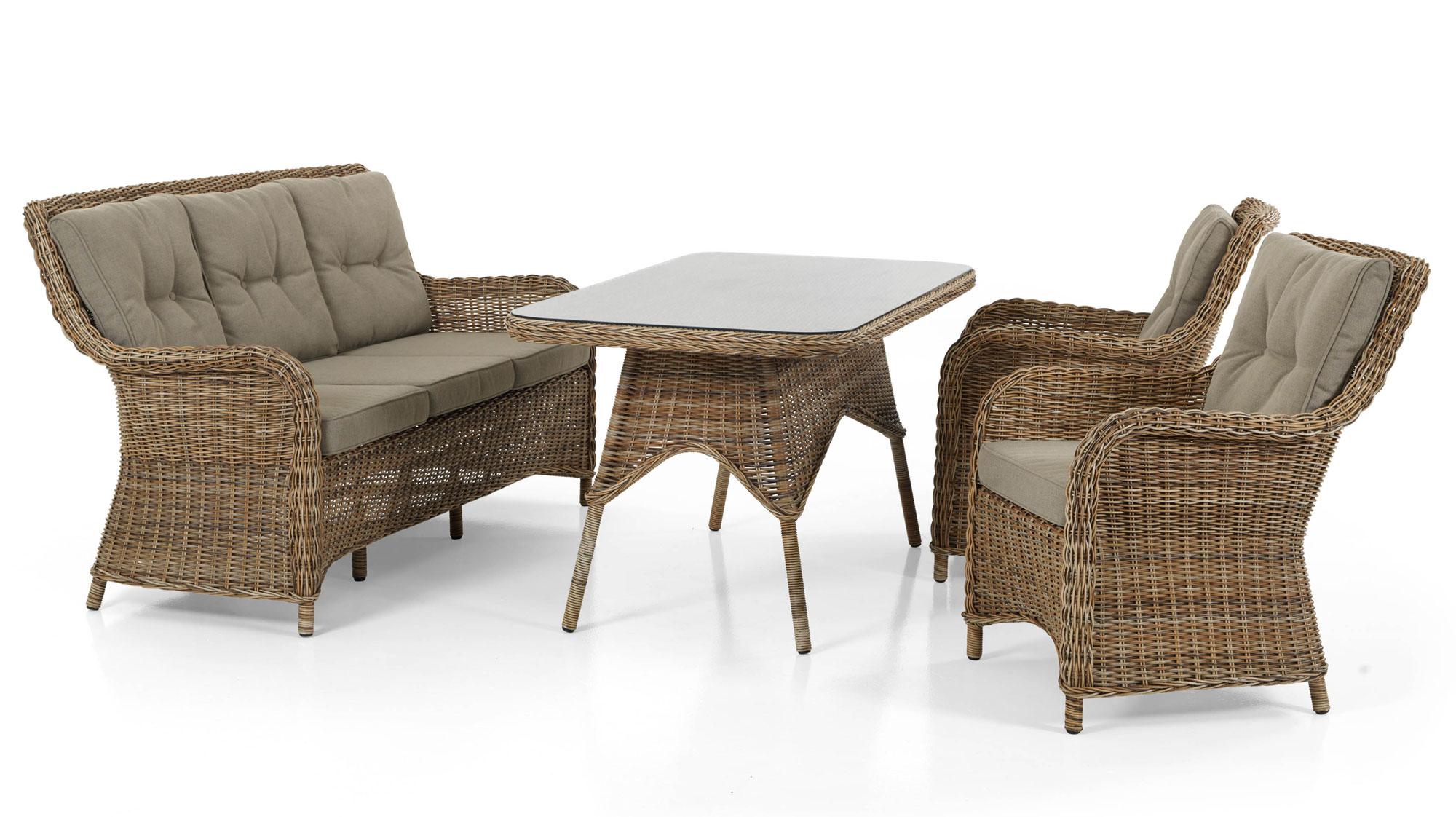 Красивый комплект плетеной мебели