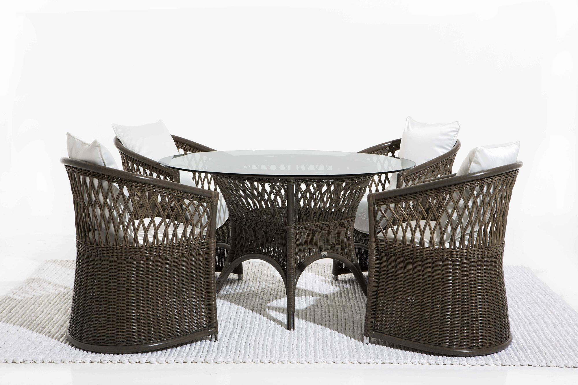 Темно-серая плетеная мебель