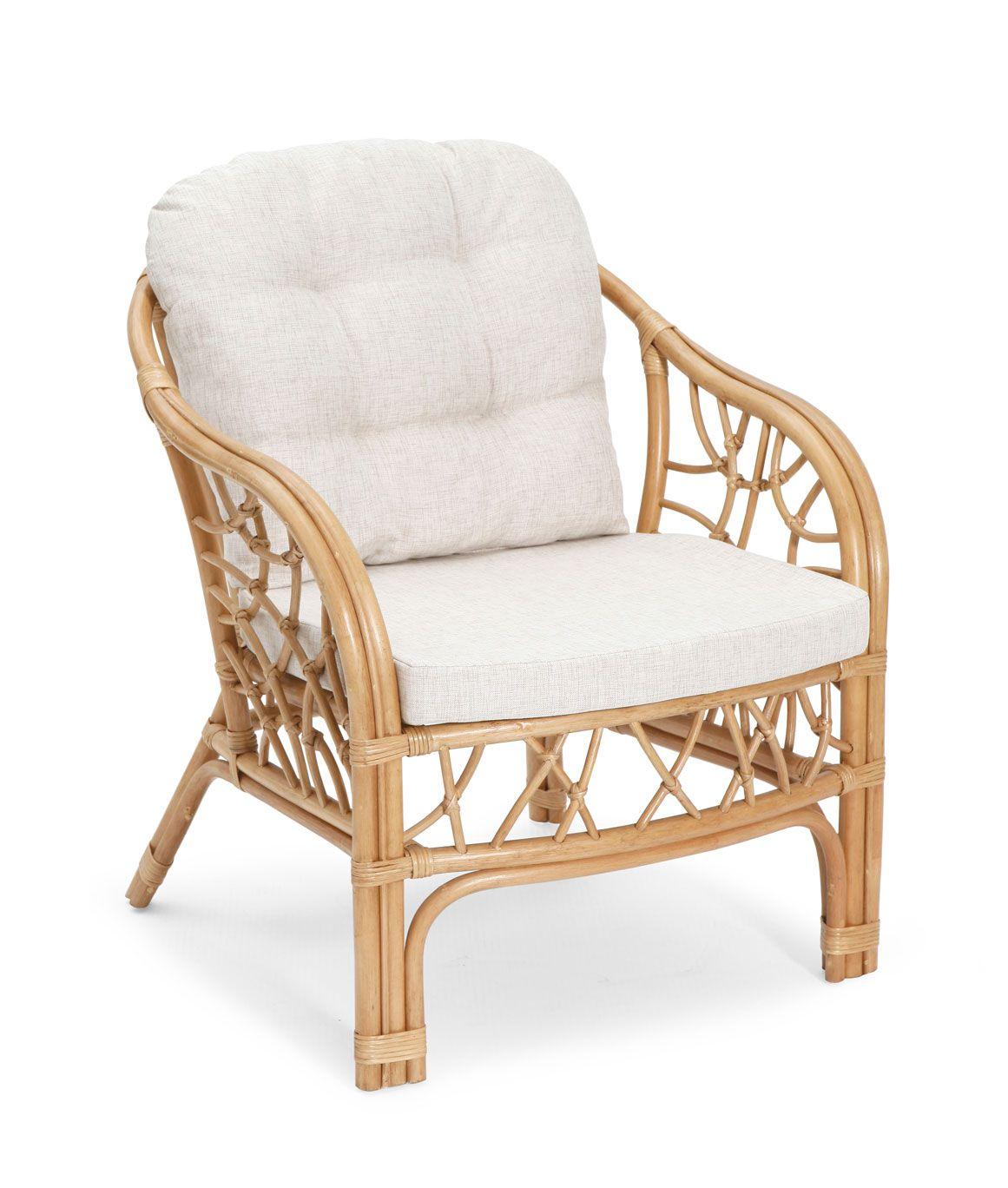 Плетеное светлое кресло из ротанга