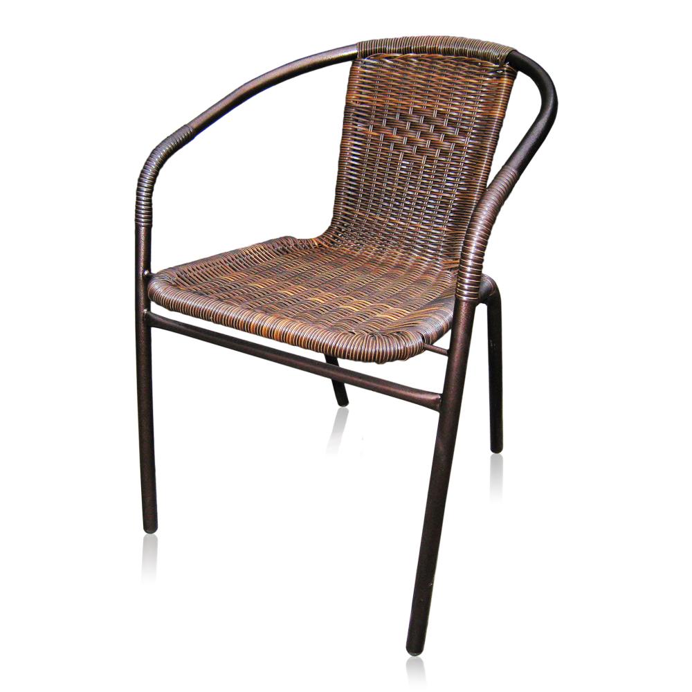Плетеное кресло с основанием из металла
