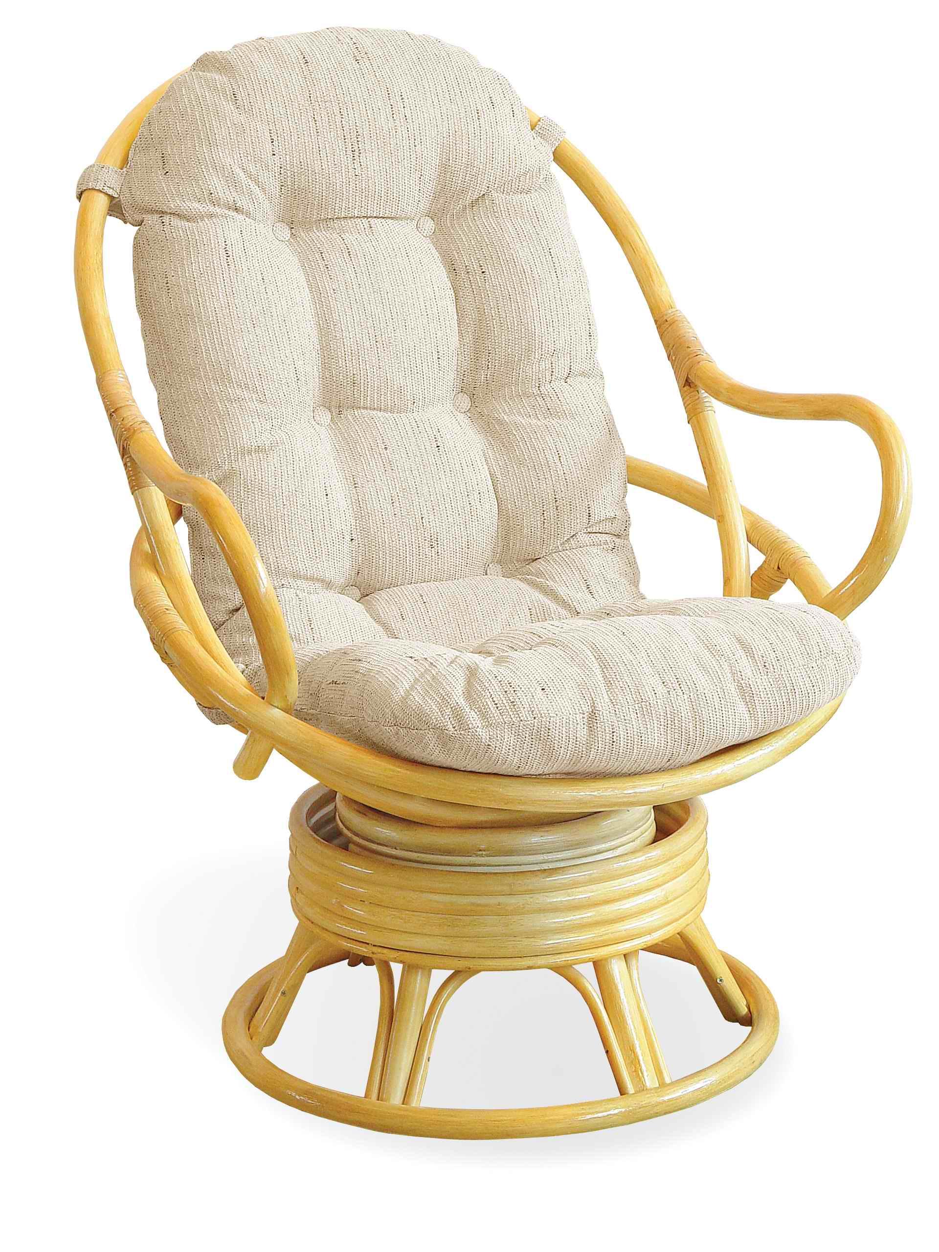 Бежевое плетеное кресло