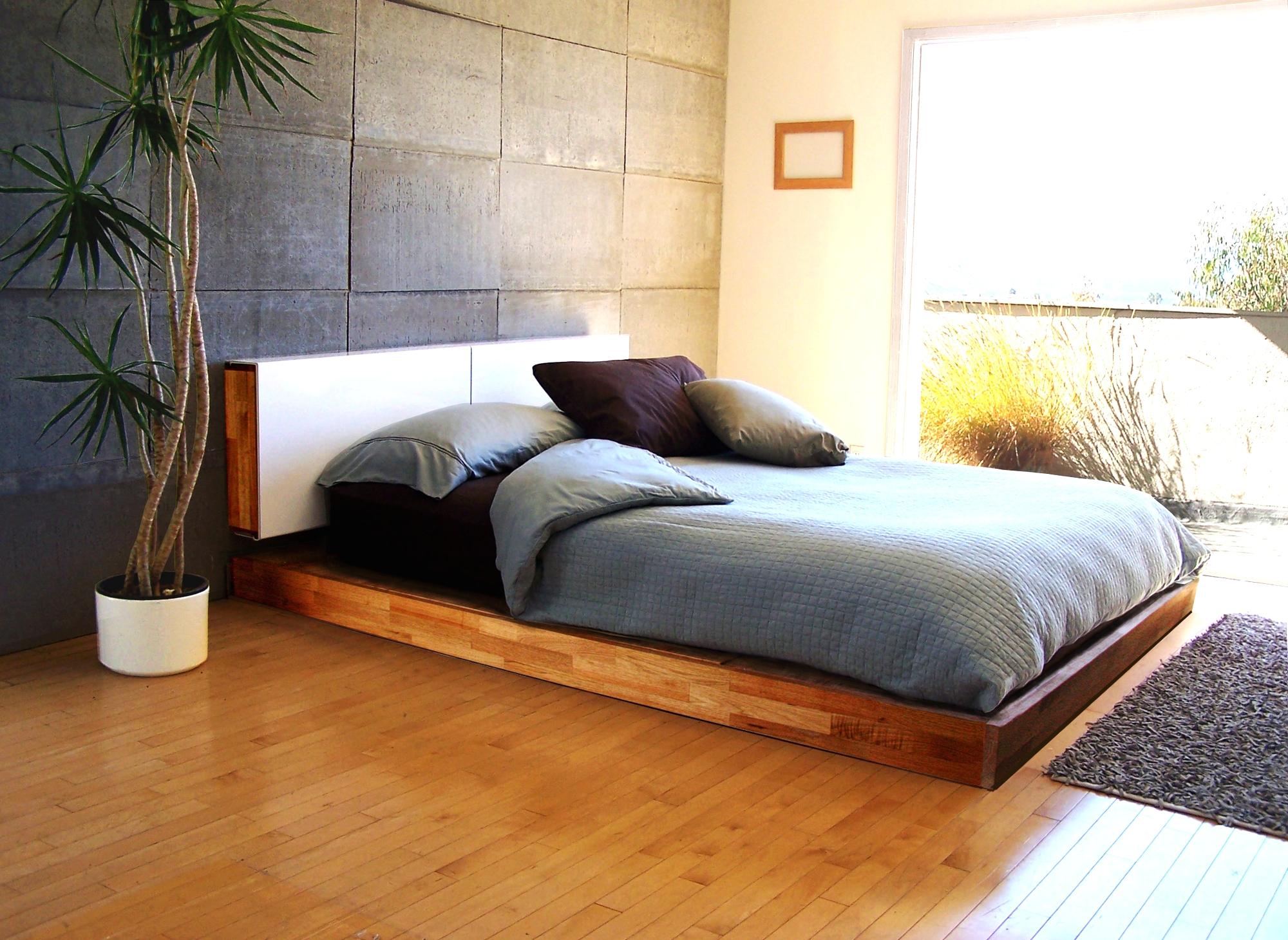 Подиум-кровать в спальне
