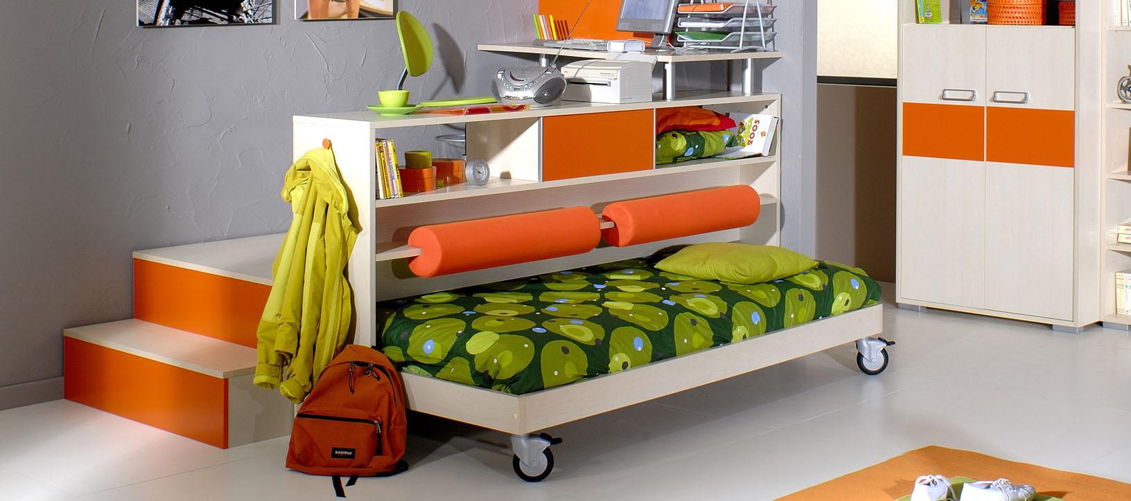 Подиум с выдвижной кроватью и рабочим местом для детской комнаты