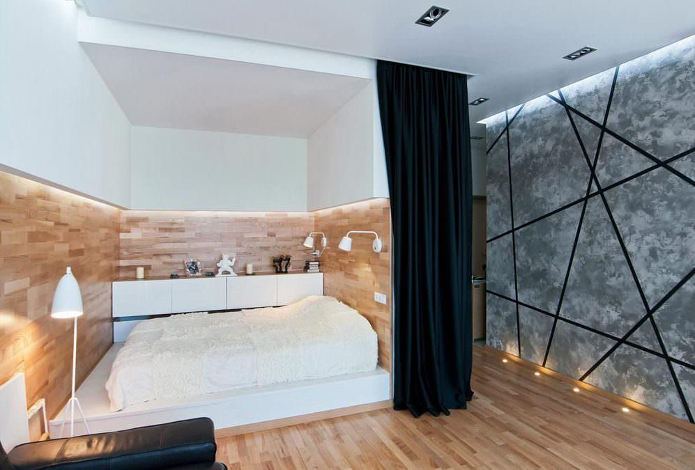 Спальня с ширмой с высоким подиумом