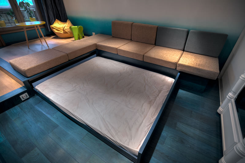 Гостиная-спальня с подиумом