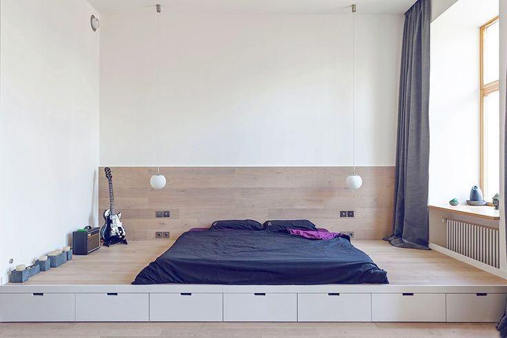 Белая спальня с подиумом